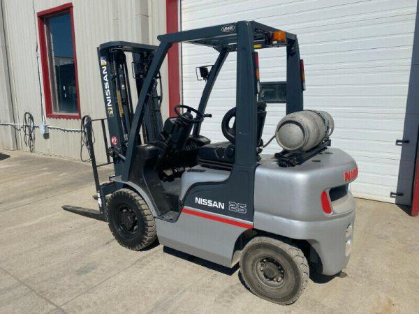 Used 5000lb Nissan Forklift